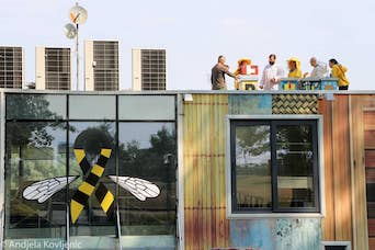 BeeConnected school for urban beekeeping